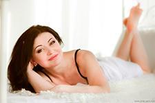 фотосессия девушки на кровати